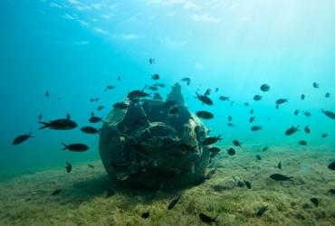 Une mine sous-marine de la seconde guerre mondiale, à proximité de Saranda © Philippe Henry / OCEAN71 Magazine