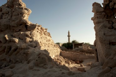 A few ruins of Jazira Al Hamra. Prior to 1968, the town was composed of 300 houses and 13 mosques ©Philippe Henry / OCEAN71 Magazine