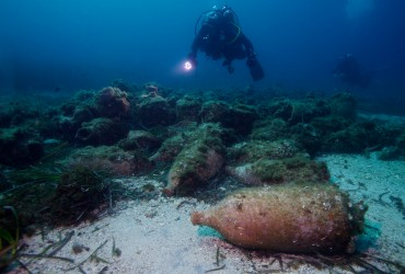 a recreated ancient wreck near Marseille © Francis Le Guen