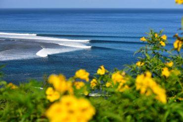 La Gauche de Saint Leu, l'une des plus belles vagues de l'Océan Indien. Quand elle fonctionne comme ce jour-ci, peu de surfeurs arrivent à résister à la tentation © Ronan Gladu / Lost in the Swell